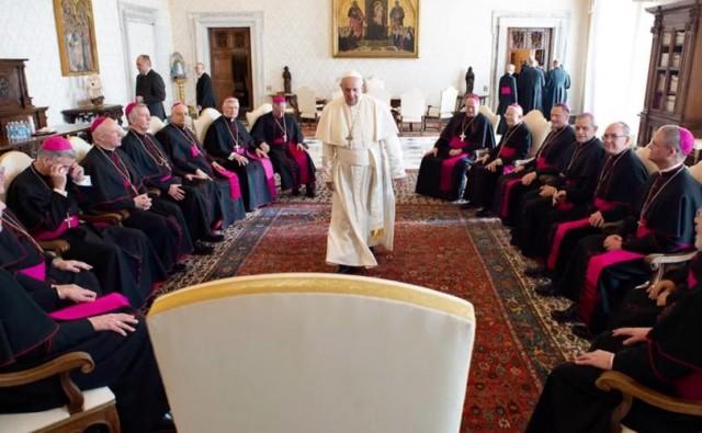 Arcebispo dos EUA: Papa nos disse que uniões civis gays podem ser 'aceitáveis'
