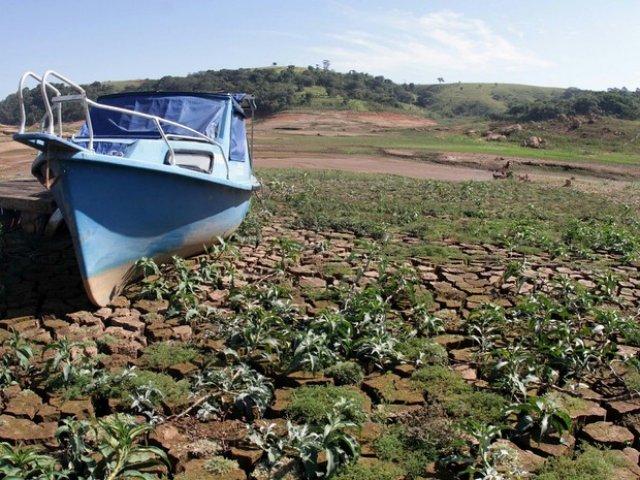 Sistema Cantareira pode secar em outubro, diz Sabesp
