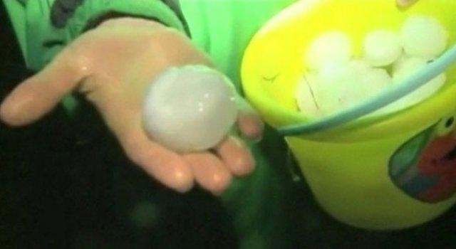 Video: Tempestade de granizo gigante causa destruição nos EUA