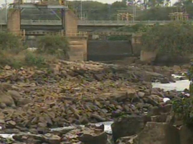 Seca baixou a vazão do Rio Tiête mais de 50% e revela pedras escondidas há 70 anos