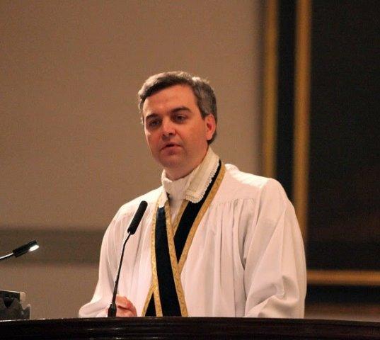 Sinal dos Tempos: Padre americano é punido por defender a Santa Missa tradicional