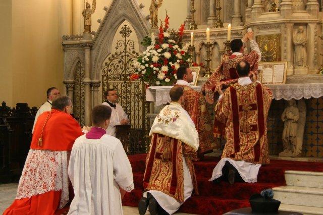 Cardeal Burke declara: Francisco não tem autoridade para proibir a Missa Tridentina