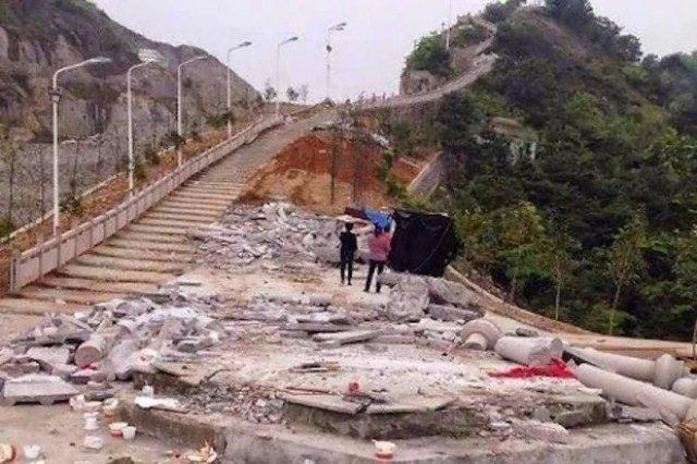 Via Sacra católica demolida e emparedada na China