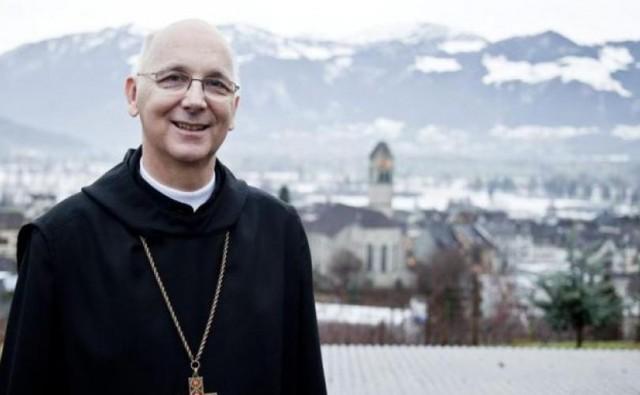 Bispo suiço relaciona o