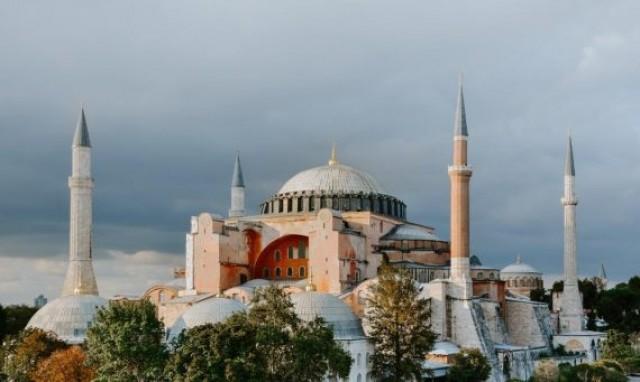Mesquitas Substituindo Igrejas