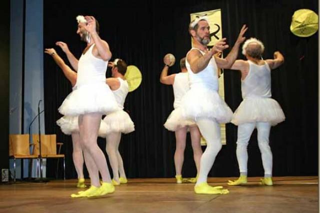Padres do Fim dos Tempos: O Padre bailarino da Áustria (Como é que é!?)