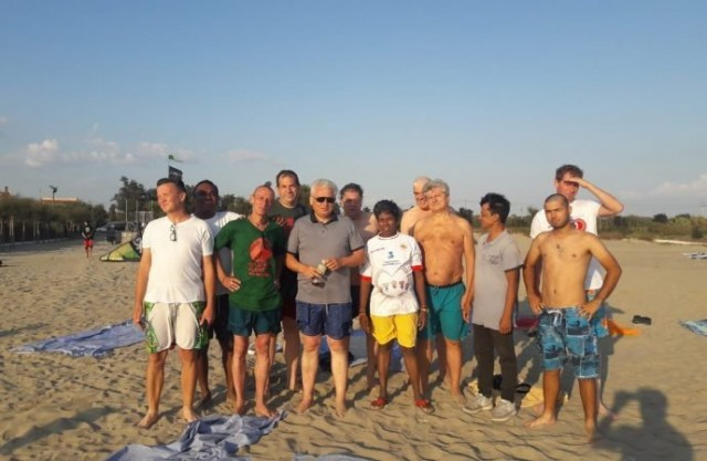 Cardeais do Fim dos Tempos: Cardeal curtindo a praia, com direito até a calção de banho (Como é que é!?)