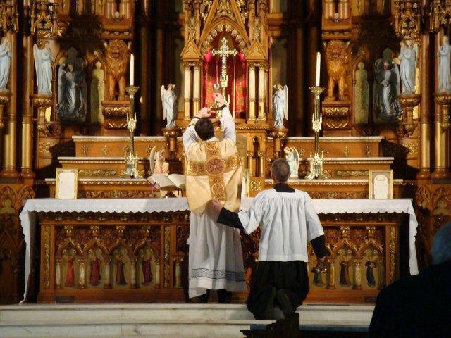 Sacerdote punido pelo Bispo: Seu crime? Ensino da verdadeira e sã doutrina católica