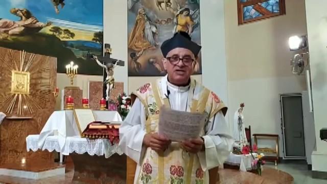 Na Igreja de Francisco: Luvas descartáveis se tornam novo dogma